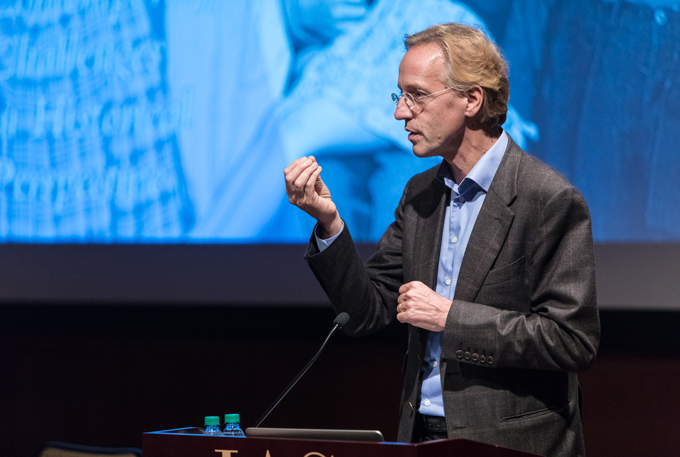 Robbert Dijkgraaf lectures at the podium
