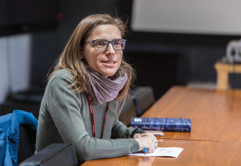 Professor Francesca Trivellato leads a seminar on Early Modern European history at IAS